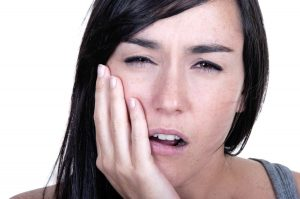 آیا ایمپلنت دندان درد دارد 49494794974